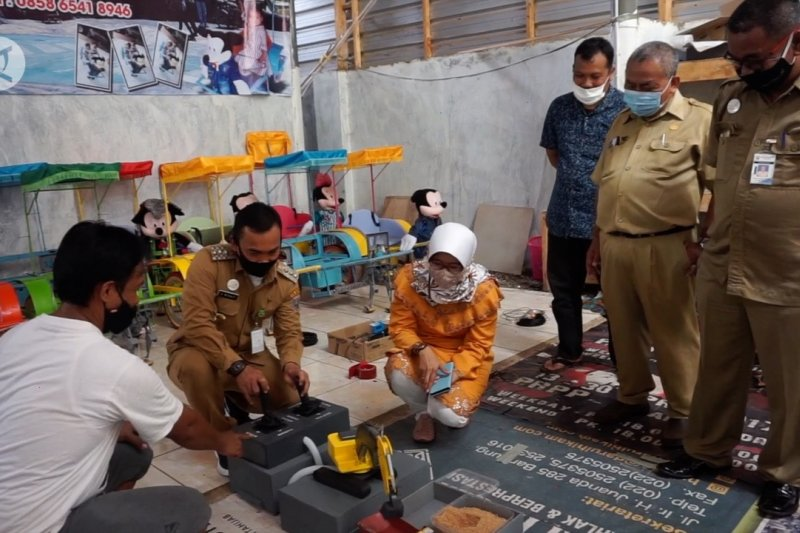 Inovasi mainan kayu berteknologi robotik