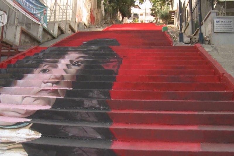 Mahasiswa di Istanbul sulap tangga jalanan jadi galeri seni