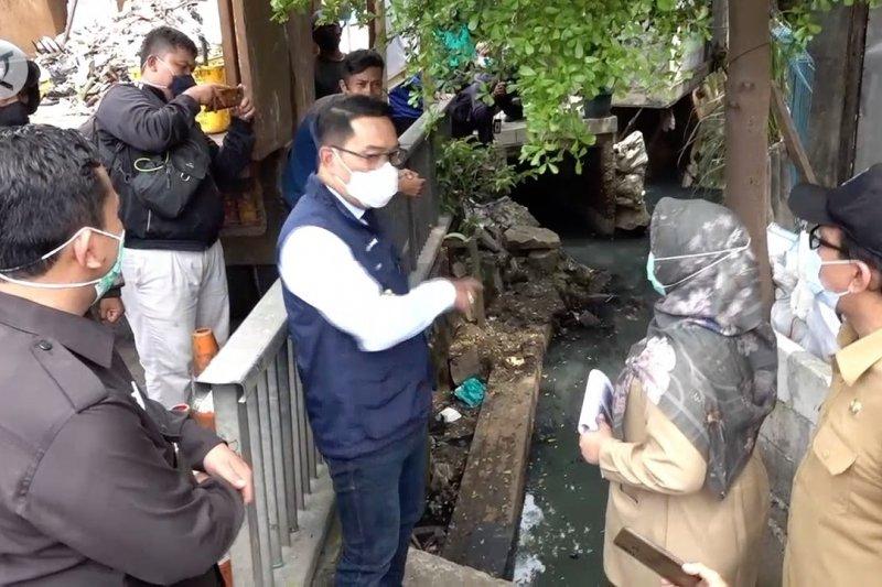 Ridwan Kamil pantau titik banjir di Depok