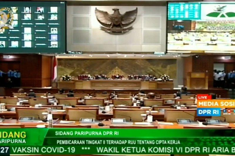Presiden tegaskan UU Cipta Kerja tidak cabut kewenangan pemerintah daerah