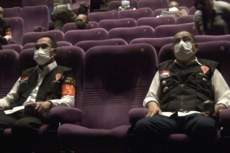 Wali Kota Ambon tinjau kesiapan protokol kesehatan bioskop