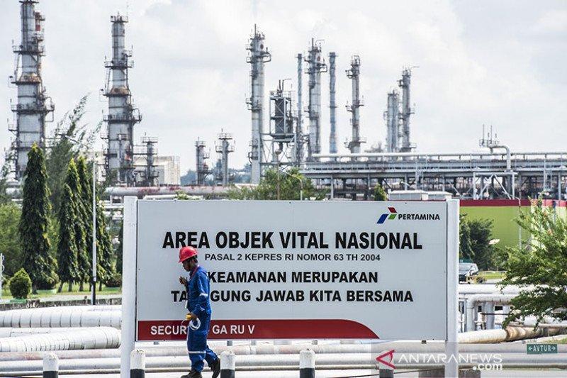 Harga minyak berakhir sedikit beragam, persediaan AS turun