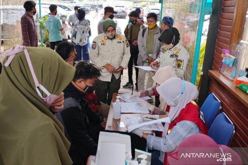 Satgas COVID-19 Cianjur lakukan tes cepat terhadap puluhan wisatawan