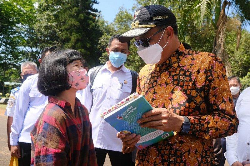 Gubernur serahkan buku karya anak Sulsel ke Jokowi
