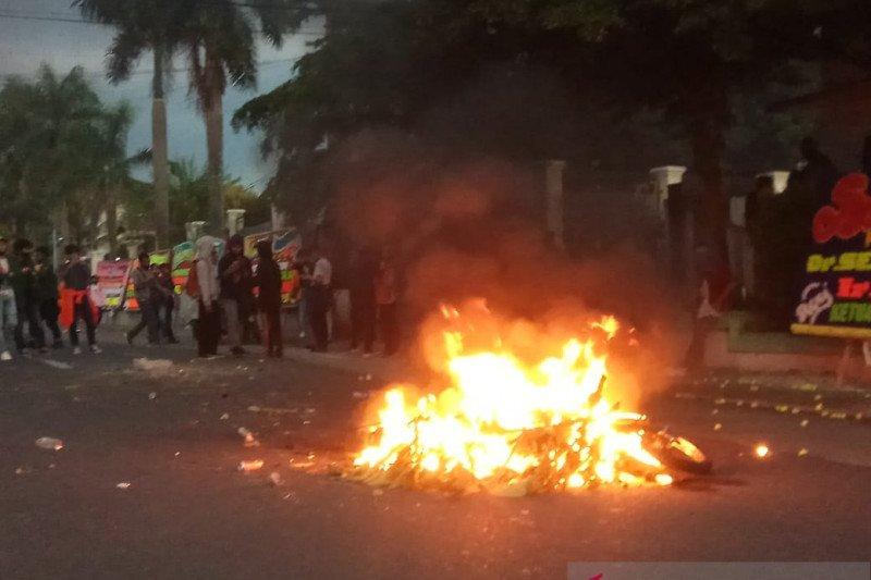 Polda Jambi tangkap pelaku pembakar motor polisi saat unjuk rasa