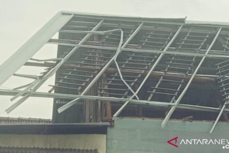 44 rumah di Belinyu rusak akibat puting beliung