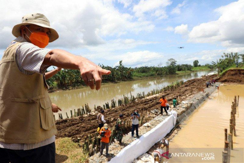 Ganjar katakan banjir Kebumen akibat tanggul sengaja dilubangi
