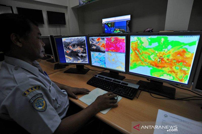 Waspadai hujan berangin di Jaksel dan Jaktim pada Sabtu siang