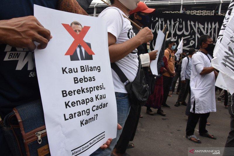 Antisipasi sweeping Polri & TNI amankan pertokoan jual produk Prancis