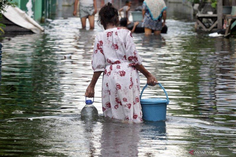 Bantuan air bersih untuk korban banjir di Pasuruan
