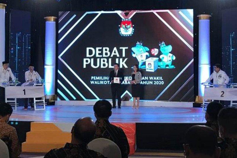 Debat publik, Cawawali Armuji sebut hanya Surabaya punya Lab PCR