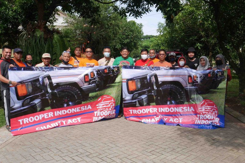 Cara Komunitas Chevrolet Trooper peringati Maulid dan Sumpah Pemuda