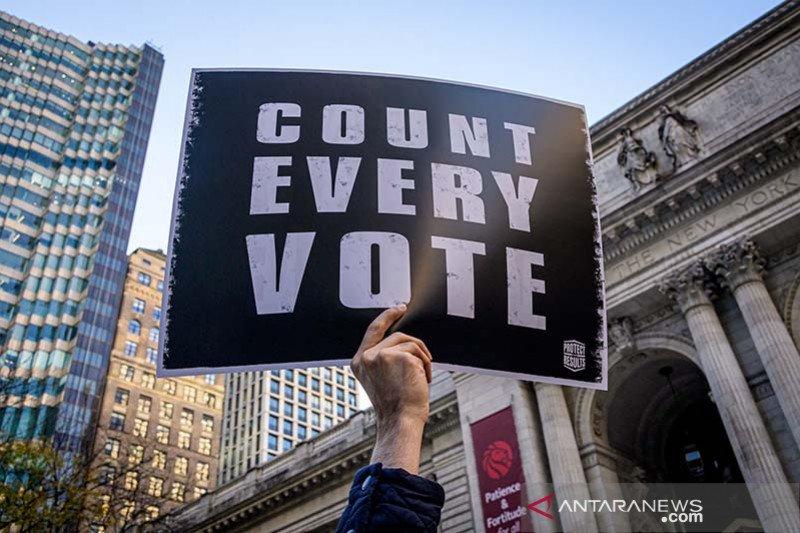 Sebagian besar rakyat AS tolak deklarasi kemenangan Donald Trump