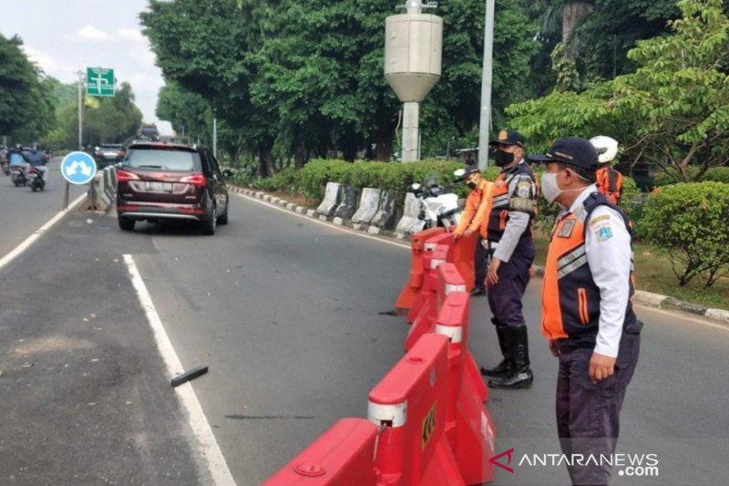 Dishub berlakukan satu arah Jalan DR Sumarno Cakung pada jam sibuk