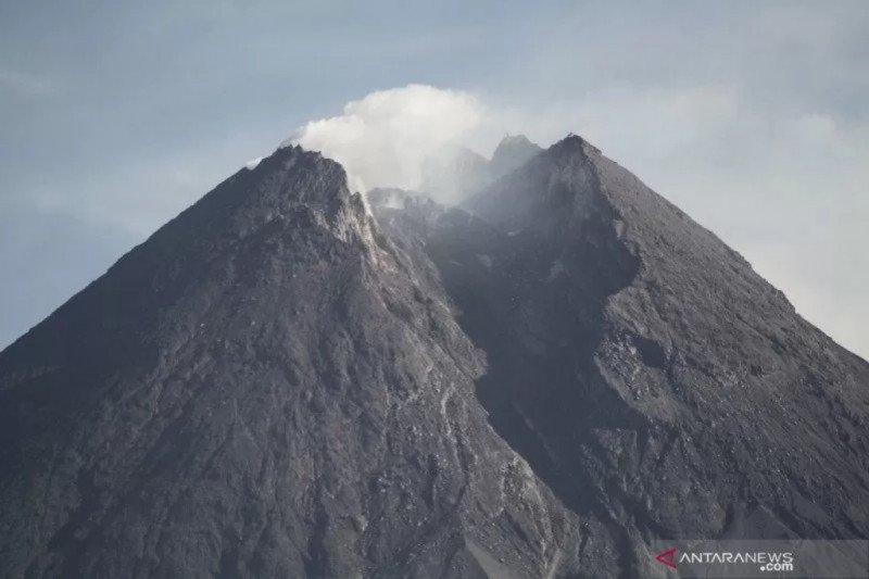Ganjar minta semua pihak siaga terkait arah erupsi Gunung Merapi