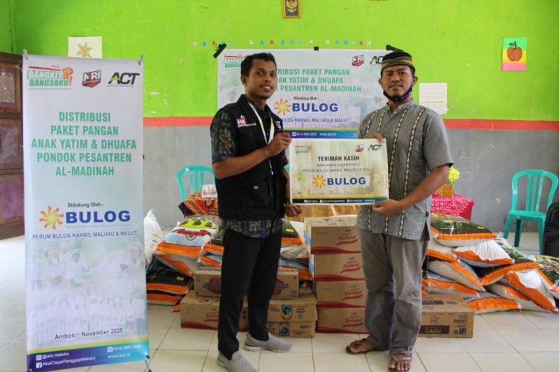 ACT-Bulog Maluku salurkan bantuan pangan gratis untuk santri di Ambon