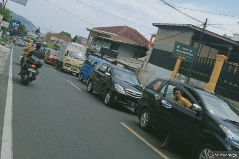 Polres Cianjur berlakukan buka tutup jalur menuju Puncak-Cipanas