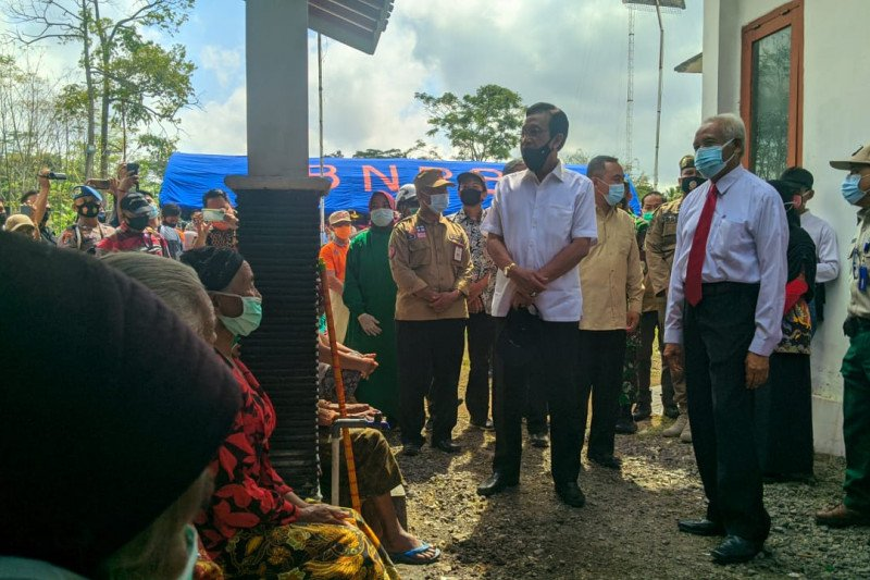 Gubernur DIY tinjau lokasi barak pengungsian erupsi Gunung Merapi