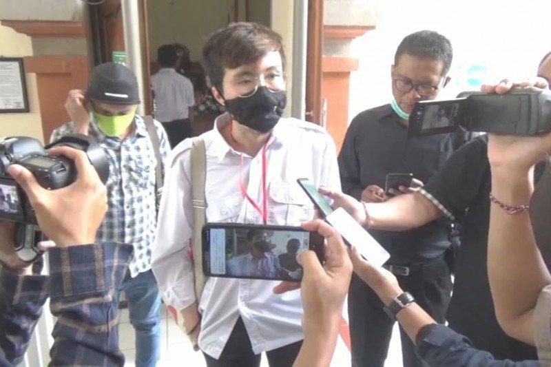 Dokter Tirta beri dukungan ke terdakwa Jrx SID di PN Denpasar