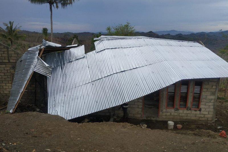 BPBD TTU tangani dampak angin puting beliung terjang rumah warga