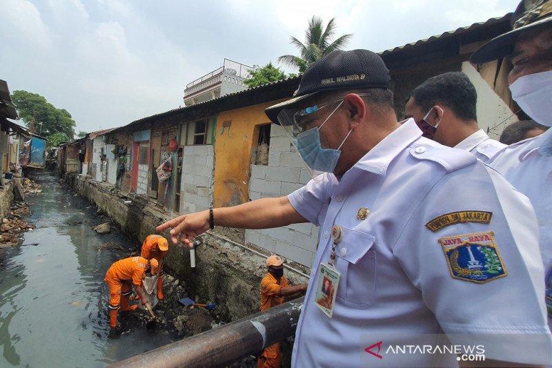 Warga Senen bongkar 53 bangunan di saluran air Poncol