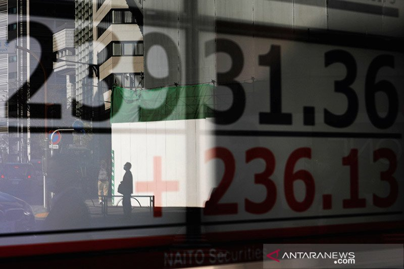 Saham Tokyo turun di hari terakhir, Nikkei naik 16 persen pada 2020