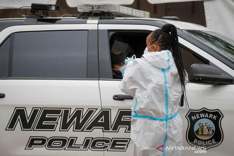 Kasus COVID-19 AS lewati angka 11 juta saat pandemi meningkat