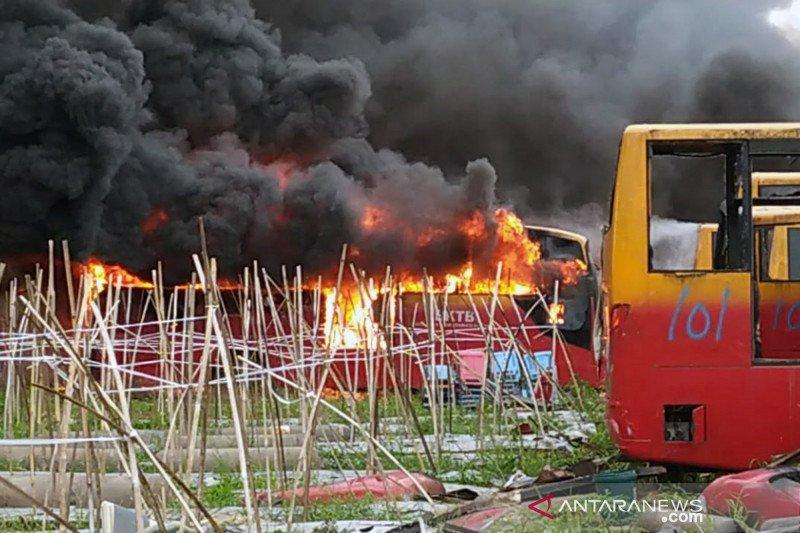 Sebanyak 37 bus Transjakarta bekas terbakar