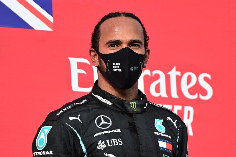 Lewis Hamilton positif terjangkit COVID-19