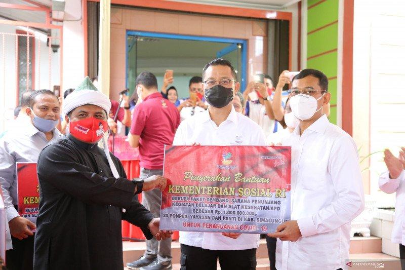 Mensos salurkan bansos bagi LKS dan pesantren di Sumut