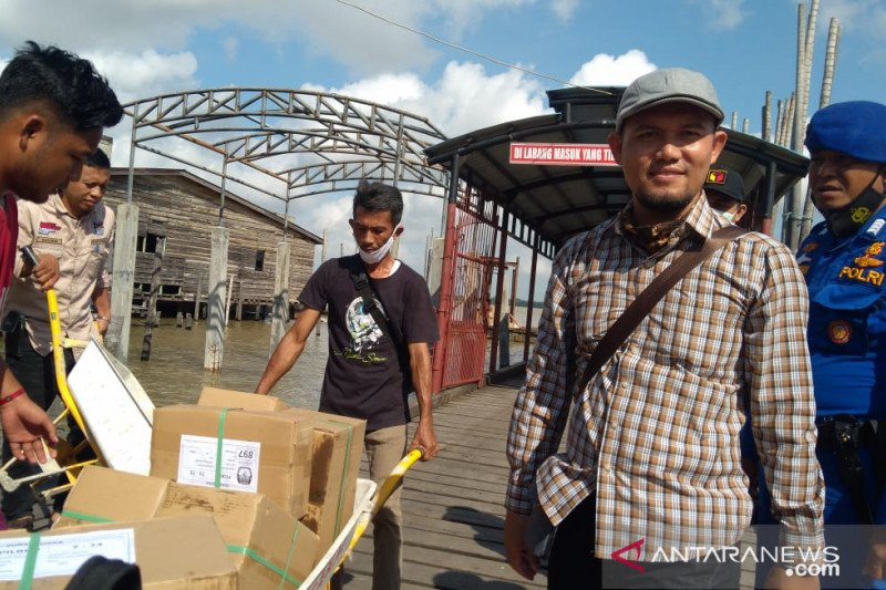 Surat suara Pilkada Riau tiba di wilayah terjauh Kepulauan Meranti