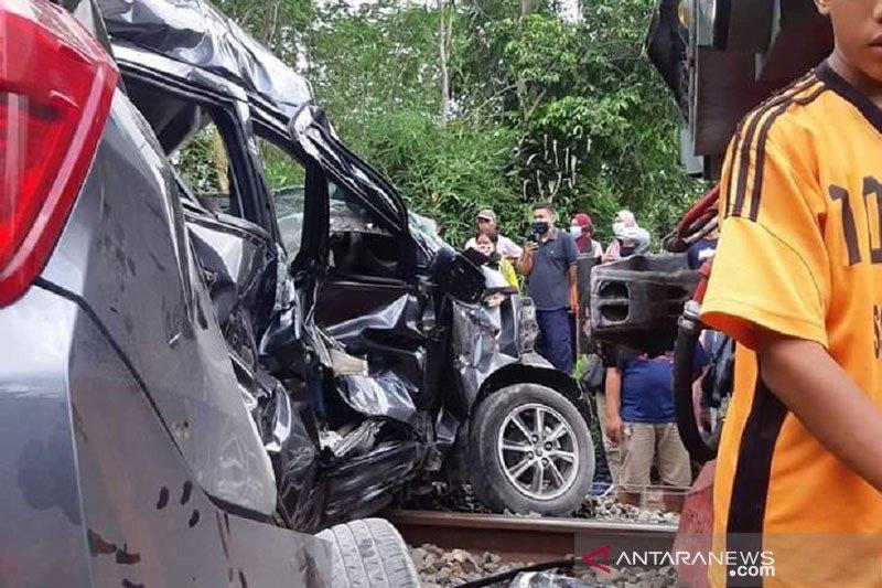Polisi Blitar tangani laka kereta dan mobil satu meninggal