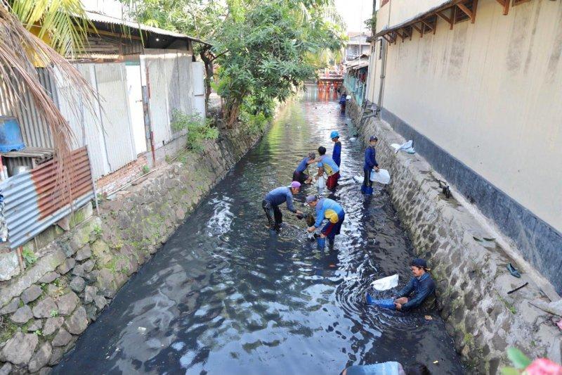 Antisipasi banjir, saluran inlet 4 Tanjung Priok dikeruk
