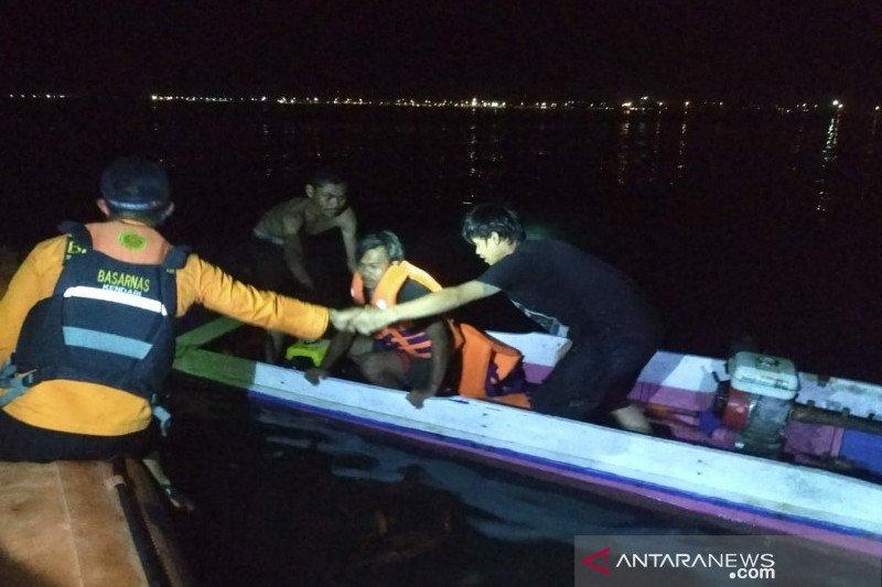 Kapal terbalik, Tim SAR evakuasi empat nelayan di Kolaka
