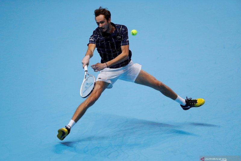 ATP Finals: Medvedev kalahkan Zverev