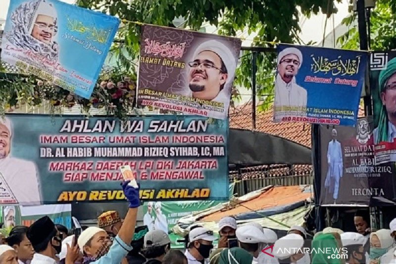 Wali Kota Jakarta Pusat-Kadis LH dicopot akibat kerumunan Rizieq