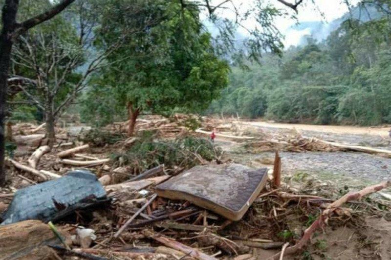 13 warung warga hancur diterjang banjir di Kabupaten Langkat