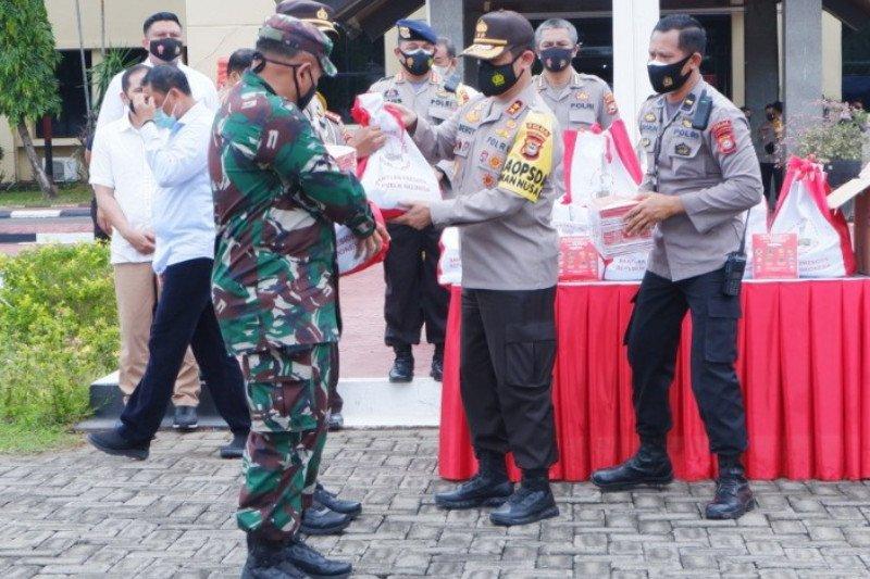 Kapolda Sulsel serahkan 2.000 paket bantuan Presiden untuk warga