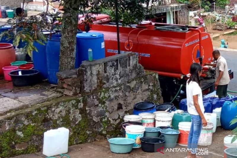 Sejumlah warga Temanggung masih membutuhkan bantuan air bersih