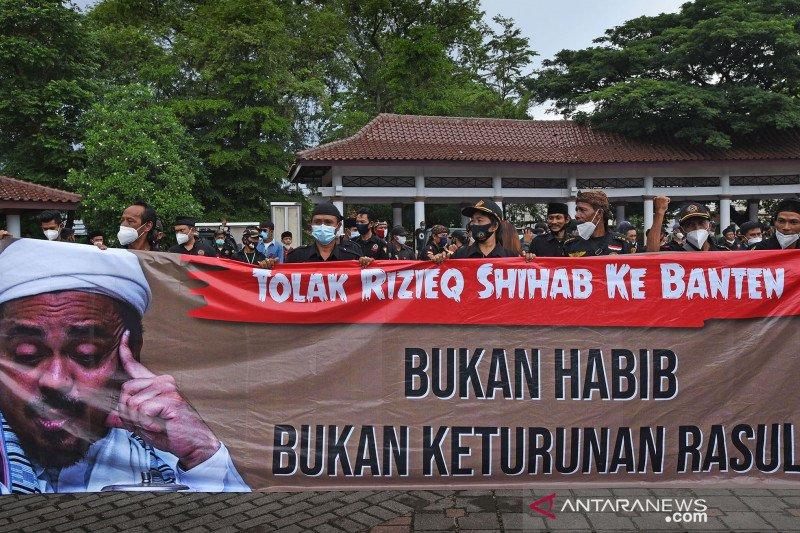 Demo tolak Rizieq Shihab di Serang