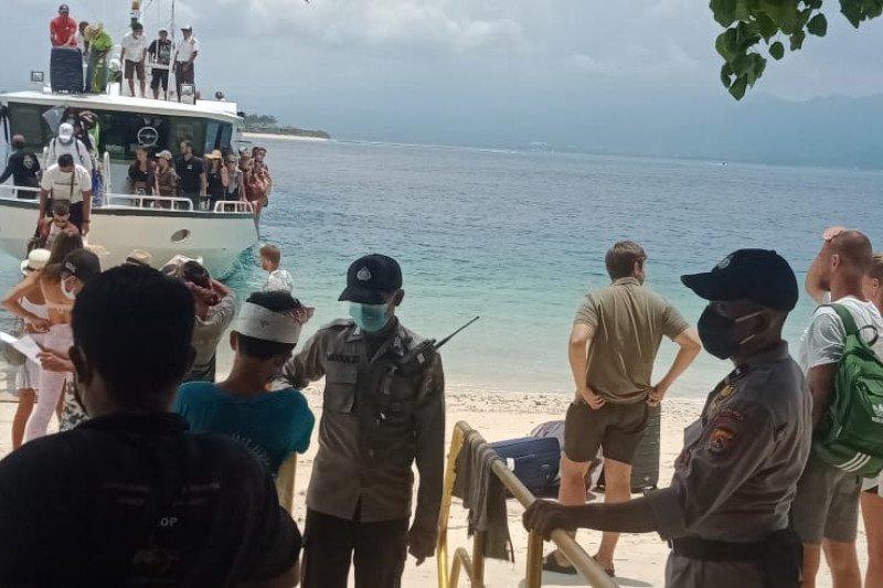 Polisi periksa wisatawan masuk ke Gili Matra cegah COVID-19