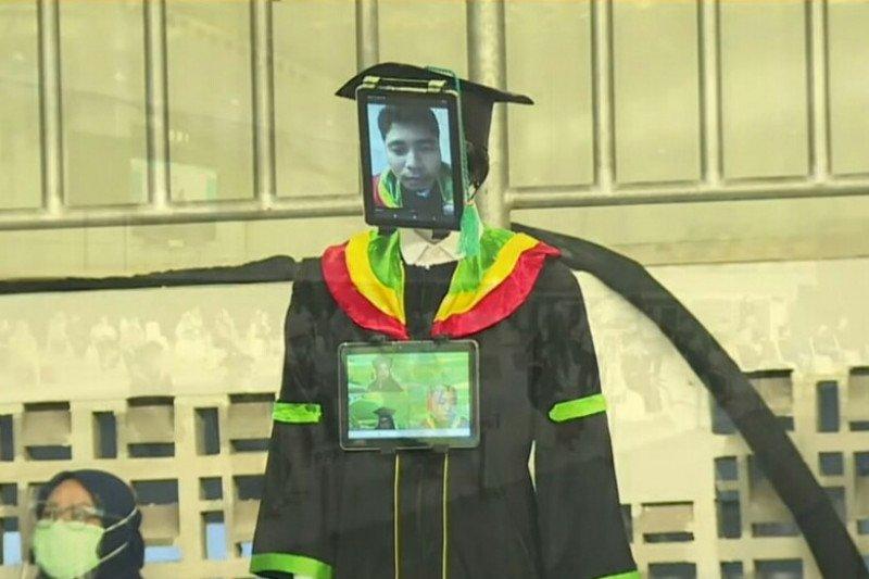 UNJ gunakan robot pengganti mahasiswa dalam prosesi wisuda 2019/2020