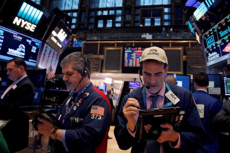 Wall Street dibuka lebih rendah, tertekan lonjakan kasus COVID-19