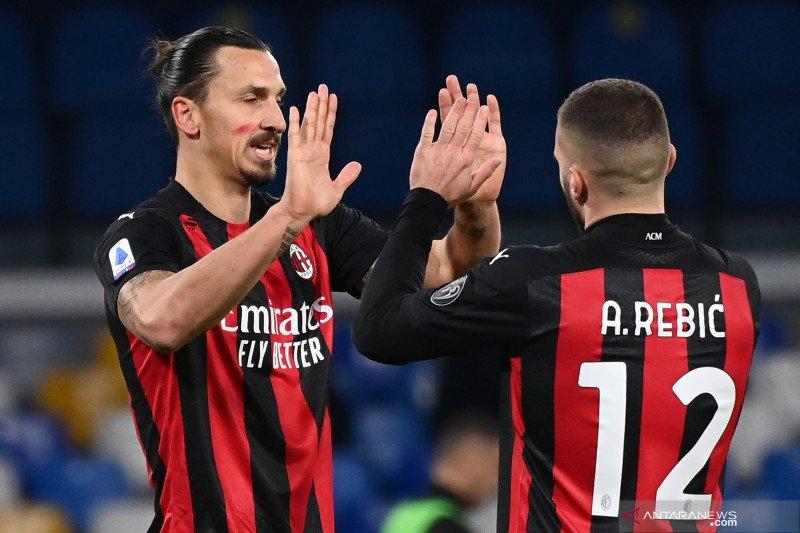 Dua gol Ibrahimovic membuat Milan menang 3-1 atas Napoli