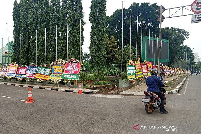 Ratusan karangan bunga untuk Pangdam hiasi Makodam Jaya