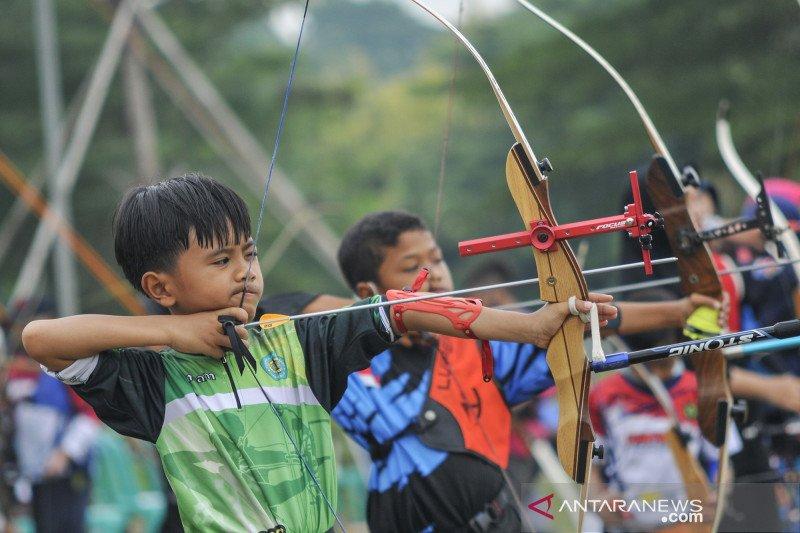 Kompetisi panahan antar pelajar di Bekasi