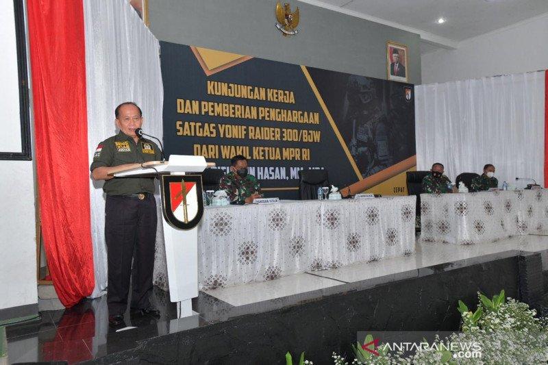 Wakil ketua MPR beri piagam penghargaan Yonif Raider 300/Brajawijaya