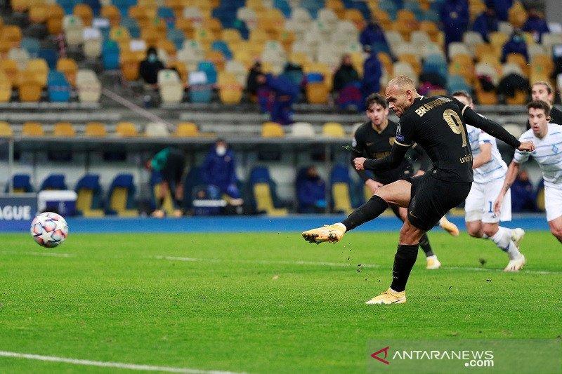 Martin Braithwaite membawa Barcelona melenggang ke babak 16 besar