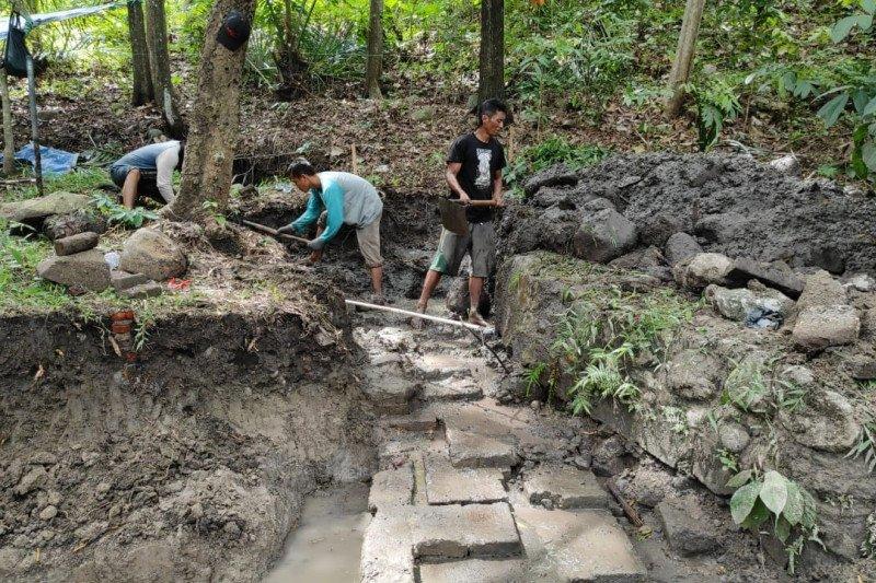 BPCB Trowulan lakukan ekskavasi petirtaan kuno di Gunung Klotok