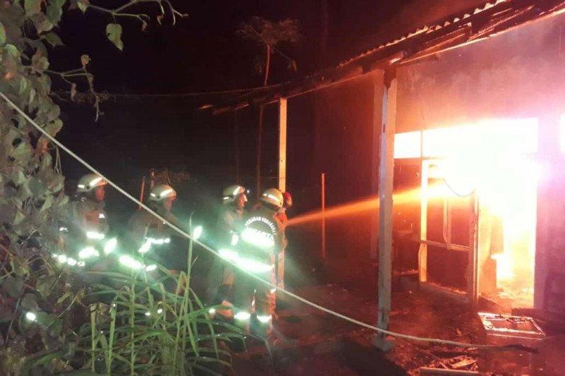 Rumah penjaga sekolah SMK 57 Jakarta terbakar akibat korsleting